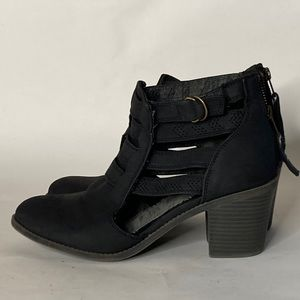 Roxy Cut out Strappy detail Booties Sz 9